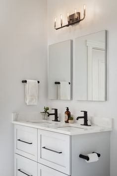 We kept the palette fresh and bright in the Jack and Jill bathroom that the two . - Home Decoration Styling Modern Bathroom, Small Bathroom, Bathroom Ideas, Master Bathrooms, Bathroom Vanities, White Bathroom, Bathroom Interior, Black Cabinets, Kitchen Cabinets