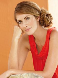Der Haute-Couture-Knoten ist total im Trend und ganz schnell gemacht. www.fuersie.de/beauty/frisuren/galerie/sommermaehne-hochsteckfrisuren-fuer-das-haar/page/17#content-top