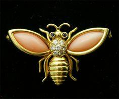 """Bijoux anciens / Après 1940 / Broche """"abeille"""" or et corail. VAN CLEEF et ARPELS."""