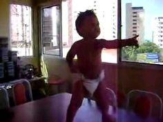 Bebê dançarino- Baby Dancing http://www.youtube.com/watch?v=PKgaw4gtxFw