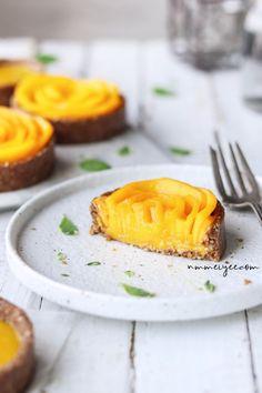 No-bake mango custard tartlets (vegan, gluten-free, sugar-free)