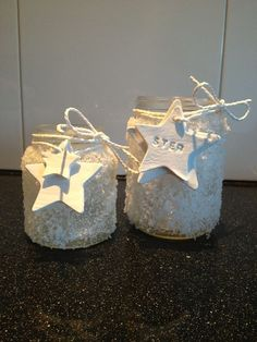 Lege potten beplakt met zeezout. Kleisterren eraan en klaar!:
