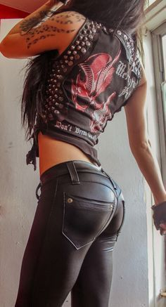 TOXIC VISION basic black biker Leathernecks pants — Toxic Vision if ever I decided to be a biker chick lol Studded tee T-Shirt Biker Chick Outfit, Biker Chick Style, Rock Chick Style, Looks Pinterest, Heavy Metal Girl, Metal Fashion, Latex Fashion, Fashion Goth, Elegantes Outfit