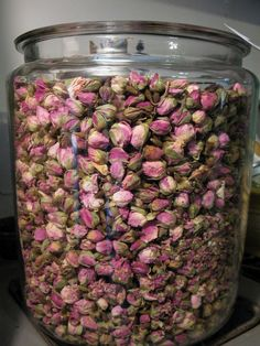 Rosebud and Lavender Potpourri in a jar Homemade Potpourri, Potpourri Recipes, Scented Sachets, Flower Frog, Cleaning Recipes, Flower Boxes, Smell Good, Flower Crafts, Rose Buds
