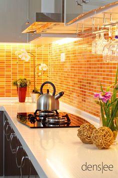 Moderne keukens kenmerken zich door strakke lijnen, veel hoogglans en metalen accessoires. Bekijk de voorbeelden.