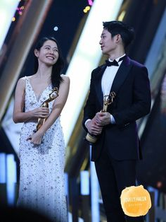 The Seoul Award Jung Hae In Best Popularity Award with Do Kyung Soo, Son Ye Jin and Seohyun. Kyung Soo Jin, While You Were Sleeping, Hyun Bin, Seohyun, Korean Actors, Korean Drama, Movie Stars, Superstar, Actors & Actresses