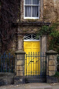 yellow door blue gat