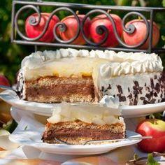 Bei dieser Torte kommen Schokoladenfans ebenso wie Apfel-Liebhaber auf ihre Kosten. Besondere Schokolade verleiht der Torte eine weihnachtliche Note.