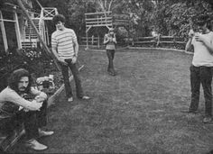Eric Clapton, Mickey Dolenz, Joni Mitchell, and David Crosby hanging out at Cass Elliot's house in Laurel Canyon 1968. Photo by Henry Diltz