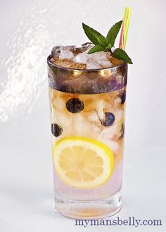 Nothing refreshes like a glass of fresh homemade Lemonade. Adding blueberries and topping it with spiced rum makes it the perfect Summer rum drink. Summer Rum Drinks, Spiced Rum Drinks, Cocktails To Try, Refreshing Drinks, Cocktail Drinks, Fun Drinks, Yummy Drinks, Alcoholic Drinks, Kraken Rum