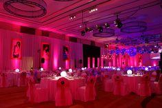 Puesta con iluminación en rosa