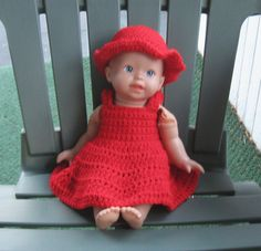 Free baby doll dress & hat crochet pattern: Fits a Fisher-Price Little Mommy doll, about 14 1/2 to 15 inches tall, head circumference 12 inches, chest circumference 10 inches.