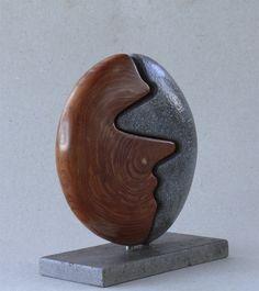 La geometría sencilla del escultor Víctor Reyes. | Matemolivares