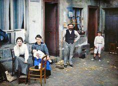 Paris 1914 (Family in the Rue du Pot-de-Fer) ©Musée Albert-Kahn Belle Epoque, Old Pictures, Old Photos, Vintage Photos, Color Photography, Vintage Photography, Paris Photography, Martin Gropius Bau, Albert Kahn