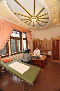Liečebno - rehabilitačný pobyt na 7 alebo 14 nocí - viac na http://www.hotelmostslavy.sk/sk/pobyty-trencianske-teplice/wellness-pobyty/liecebno-rehabilitacny-pobyt/