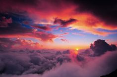 Landschaftsfotografie Sunrise up in the clouds More Use the Tabulation of Your Photos You can get the opportunity to embody the photos of your special. Beautiful Sunset, Beautiful World, Beautiful Places, Beautiful Pictures, Beautiful Morning, Heaven Pictures, Beautiful Dragon, Wonderful Places, All Nature