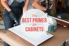Kitchent Cabinets Makeover The Best Primer for Painting Your Kitchen Cabinets — Shopping - You may be tempted to skip the primer and go straight to the paint — but definitely don't do that! Primer For Kitchen Cabinets, Kitchen Cabinetry, Bathroom Cabinets, Wooden Kitchen, Kitchen And Bath, Kitchen Decor, Kitchen Furniture, Kitchen Ideas, Best Primer