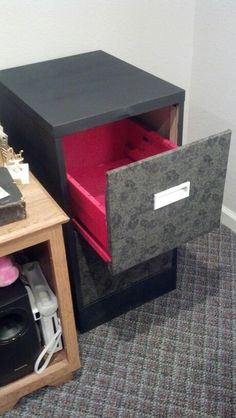 DIY Filing Cabinet Makeover - Add a pop of color to the inside of the drawers Painted File Cabinets, Filing Cabinets, Diy Cabinets, Painting Cabinets, Home Organization, Organizing, Red Classroom, Diy File Cabinet, Diy Drawers