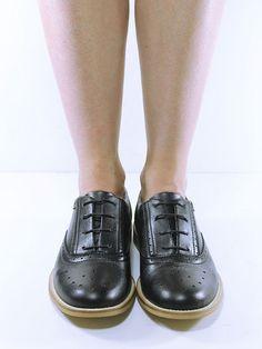 693c40fef59a Perforated Oxfords Black - Schuhe aus Kunstleder - elegant, vegan und  umweltfreundlich