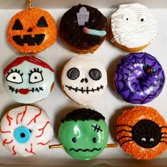 Halloween donuts are so much fun to make. 🎃 Last year we added Sally and Bride of Frankenstein (technically Frankenstein's monster), cuz we needed some girly donuts. 👧 Any requests for this year? Halloween Donuts, Christmas Donuts, Halloween Breakfast, Halloween School Treats, Halloween Chocolate, Halloween Desserts, Easy Halloween, Halloween Party, Fancy Cupcakes