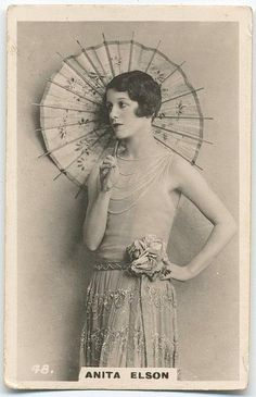Flapper With Chinese Paper Umbrella  Super site photo ancienne
