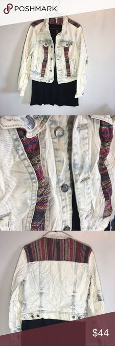 Free People Tribal Jean Jacket This jacket is so cool! It is a free People, and is a little wrinkled from storage, but it honestly gives it a bit more character! No stains or injuries. Let me know if you have any questions! *black shirt not included Free People Jackets & Coats Jean Jackets