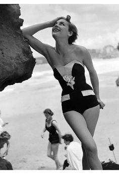 One-piece strapless swimsuit - 1951