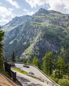Maloja passet, mellom Sveits og Italia, er ein av dei finaste vegane eg nokon gong har køyrd, anbefalast på det sterkaste!  • The Maloja pass, between Switzerland and Italy, is one of the nicest roads I've ever driven, highly reccomended  #italy #Switzerland #visitswitzerland #theoutbound #thediscoverer #beautifuldestinations #thelonelyplanet #tripadvisor #roadtrip #alps #malojapass #maloja #beautifulroad #mountainpass