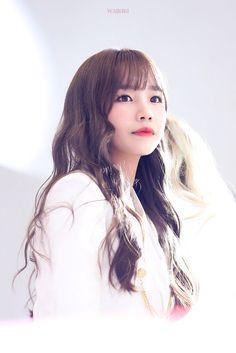 Yuri Gif, Sakura Miyawaki, Yu Jin, Japanese Girl Group, Kim Min, Asia Girl, Pretty And Cute, Ulzzang, Fandom