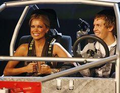 Sebastian Vettel (© PA)  en una foto de 2008  acompañado de una bella señorita