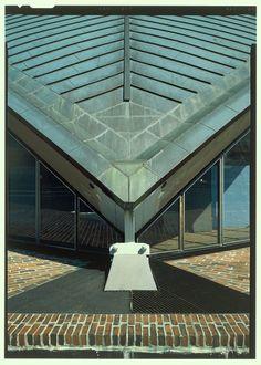 Kresge Auditorium and Chapel Eero Saarinen Massachusetts Institute Of Technology, Eero Saarinen, Modern Masters, Human Mind, Auditorium, Inventions, Architecture Design, Louvre, Building