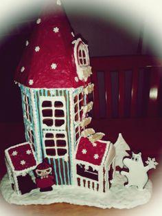 Muumipeikko ja Pikku Myy ovat heränneet talviunilta :) - by eeva -- Piparkakkutalo, Joulu, Muumit, Gingerbread house, Christmas, Moomin