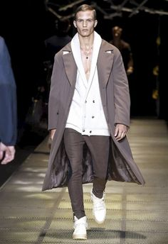 Versace • MMU FW 2015/2016 • Camera Nazionale della Moda Italiana Fashion Tag, Mens Fall, Fall Winter 2015, Versace, Normcore, Tags, Style, Swag, Mailing Labels
