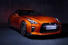 A Nissan já começou a comercializar o modelo GT-R, mas apenas sob encomenda pelo preço de R$ 900 mil. Leia mais...