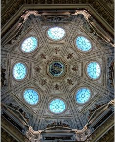"""""""Naturhistorisches"""" museum in Vienna Austria  Do you know that last weekend I was there and that was my first time exploring a bit of Austria?  More photos soon!  #ceiling #roof #museum #vienna #wien #austria #explorer #exploring #discovery"""