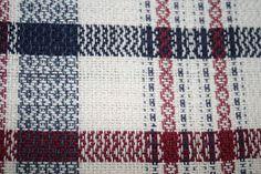 Cercle de Fermières St-Lambert-de-Lauzon: tissage :patron linge à vaisselle technique sergé Weaving Designs, Weaving Projects, Weaving Patterns, Card Weaving, Weaving Techniques, Tea Towels, Dish Towels, Artisanal, Handicraft