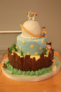 Got a Toy Story fan? Add all your favorite characters to this get cake.