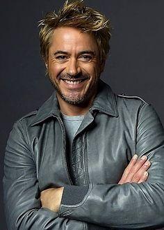 love blonde/brunette look of Robert :)