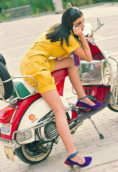 #ridecolorfully #vespa Side mirrors are perfect for mascara touch-ups Vespa Girl by Andrew_Maidanik, via Flickr https://ianneateblog.wordpress.com/