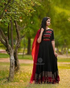 Check out these stunning South Indian style long ethnic anarkali dresses by the brand Vastra Suka. Indian Long Dress, Indian Gowns Dresses, Dress Indian Style, Designer Party Wear Dresses, Kurti Designs Party Wear, Indian Designer Outfits, Long Gown Dress, Anarkali Dress, Long Dresses