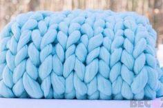 DIY Arm Knit Merino blanket, Chunky Knit DIY knitting kit by Becozi on Etsy Diy Knitting Kit, Giant Knitting, Arm Knitting, Knitting Room, Knitting Ideas, Wool Yarn, Merino Wool Blanket, Crochet For Beginners Blanket, Chunky Blanket