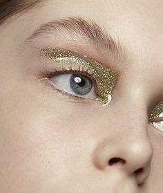 // Eye Makeup, Runway Makeup, Gold Makeup, Makeup Art, Beauty Makeup, Hair Makeup, Hair Beauty, Make Up Gold, Glitter Make Up