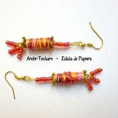 Boucles d oreilles perles en papier recyclé  jaune orangé, rocailles et aluminium fuchsia,  perles et supports or