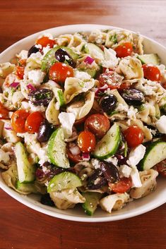 This simple, healthy Tuscan bread salad gets a Mediterranean makeover with the addition of kalamata olives, roasted red bell pepper, capers and feta cheese. Cooking Recipes, Healthy Recipes, Yummy Recipes, Yummy Food, Greek Recipes, Healthy Salads, Vegetarian Recipes, Healthy Eating, Tasty