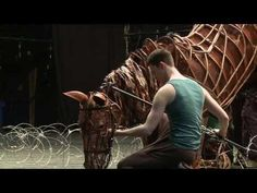 An amazing behind the scenes of how the actors control the horse puppets from War Horse at New London Theatre