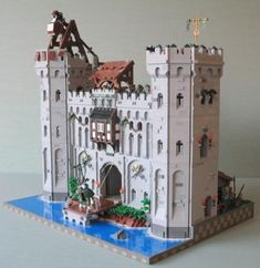 Nice lego castle, love the trebuchet on top of the tower.
