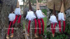 come fare gnomi in feltro e pannolenci - manifantasia Christmas Gnome, Christmas Wreaths, Christmas Decorations, Xmas, Christmas Ornaments, Christmas Fabric Crafts, Gnome Ornaments, Herb Garden Design, Scandinavian Gnomes