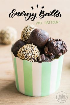 11 delicious healthy chocolates and energy balls recipesDo you want to make healthy chocolates yourself? Our energy balls recipes are sugar-free, gluten-free and lactose-free. These energy balls with coconut Avocado Dessert, Healthy Chocolate, Chocolate Flavors, Avocado Toast, Vegan Energy Balls, Coconut Flour Recipes, Peanut Recipes, Balls Recipe, Lactose Free