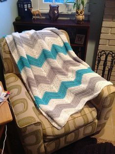 Ravelry: HollyMinneman's BE UNIQUE Crochet Chevron Blanket in white, turquoise and light grey. Afgan.