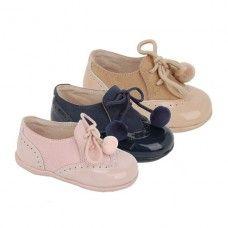 Zapato abotinado, estilo inglés, para niños. Marca: Bubble Bobble, modelo 1175. Disponible en color rosa malva, marino y arena (13.95€).